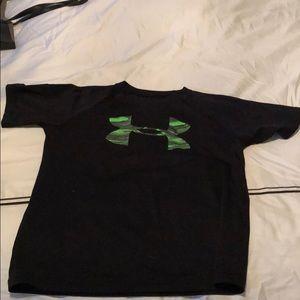 Black/green T-shirt